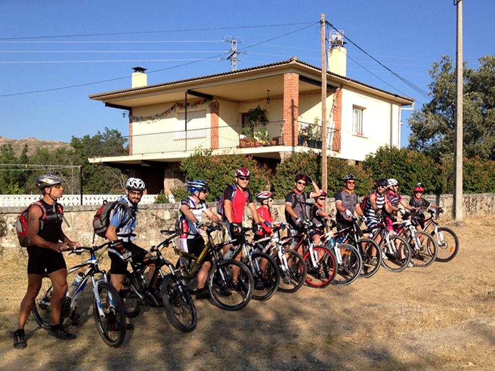 El grupo de amgios que nos acompañaran pedaleando hasta Segovia